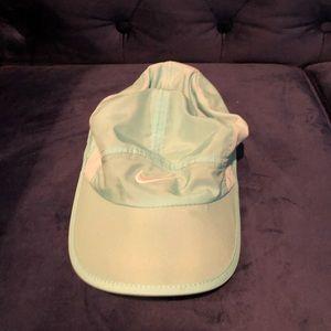 Women's Nike dry featherlight hat